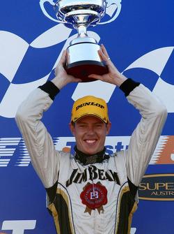 Podium: James Courtney remporte la dernière course de la saison