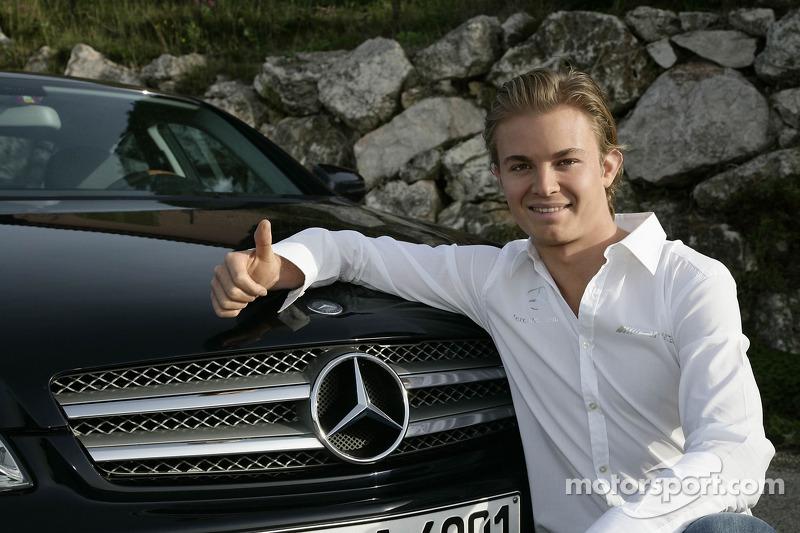 2009: Mercedes anuncia su fichaje