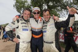 Ricardo Leal dos Santos et Paulo Fiuza célèbrent avec Guerlain Chicherit