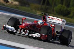 Fernando Alonso prueba el Ferrari F60 2009 con la nueva decoración
