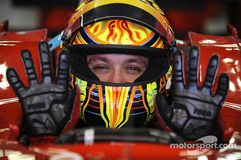 Valentino Rossi prueba el Ferrari F2008 en Barcelona