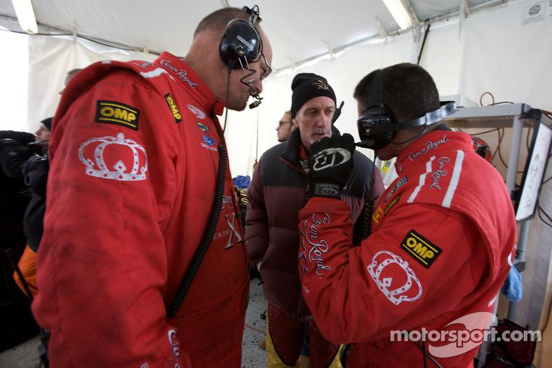John Pew avec les membres du Michael Shank Racing