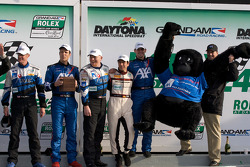 Podium GT : Ted Ballou, Kelly Collins, Patrick Flanagan, Wolf Henzler, Andy Lally, troisièmes