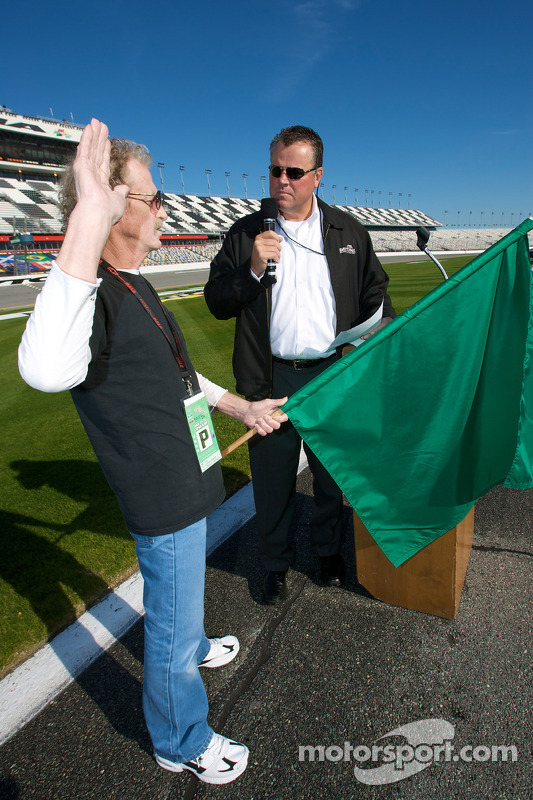 Speedweeks 2010 lancering: Daytona International Speedway president Robin Braig met de mayor of the