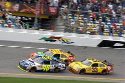 Jimmie Johnson, Hendrick Motorsports Chevrolet, Kyle Busch, Joe Gibbs Racing Toyota, Clint Bowyer, Richard Childress Racing Chevrolet