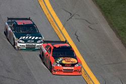 Jamie McMurray, Earnhardt Ganassi Racing Chevrolet leads Dale Earnhardt Jr., Hendrick Motorsports Chevrolet