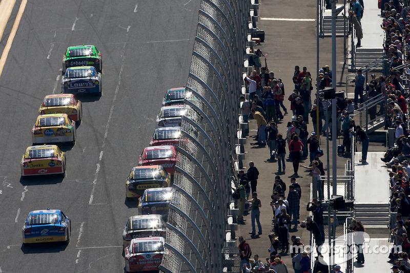 Mark Martin, Hendrick Motorsports Chevrolet mène la course