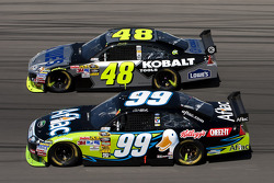 Carl Edwards, Roush Fenway Racing Ford and Jimmie Johnson, Hendrick Motorsports Chevrolet