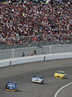 Kurt Busch, Penske Racing Dodge and Sam Hornish Jr., Penske Racing Dodge