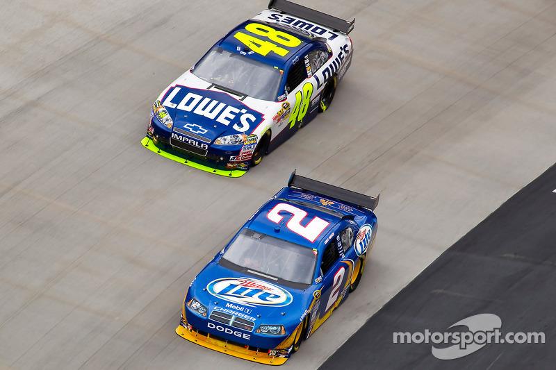 Kurt Busch, Penske Racing Dodge et Jimmie Johnson, Hendrick Motorsports Chevrolet