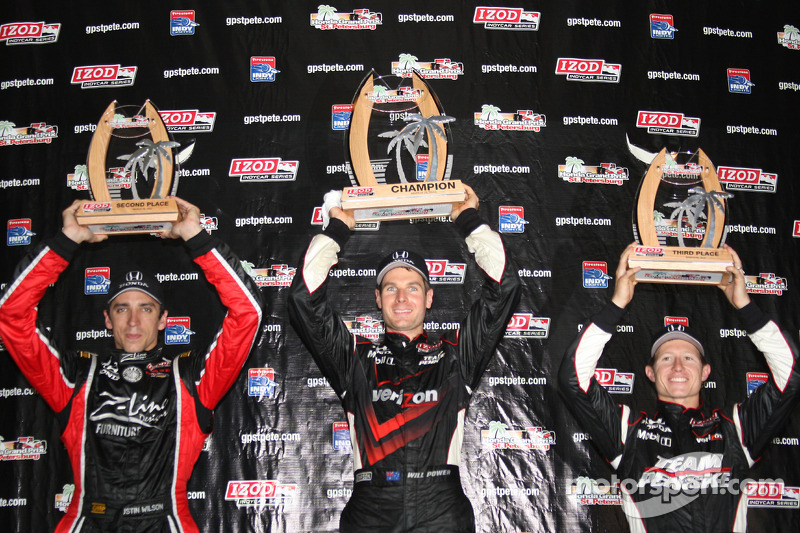 Podium: race winnaar Will Power, Team Penske, 2de Justin Wilson, Dreyer & Reinbold Racing, 3de Ryan