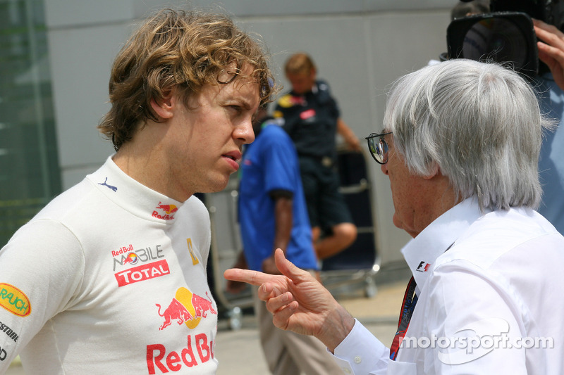 Sebastian Vettel, Red Bull Racing praat met Bernie Ecclestone