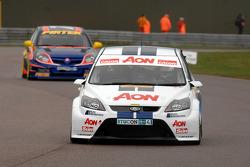 Tom Chilton Team AON Ford Focus leads Andrew Jordan Pirtek Racing Vauxhall Vectra