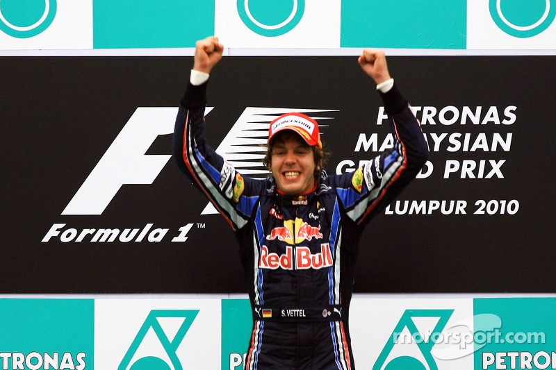 Race winnaar Sebastian Vettel, Red Bull Racing viert