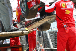 Fernando Alonso, Scuderia Ferrari stopped on the circuit
