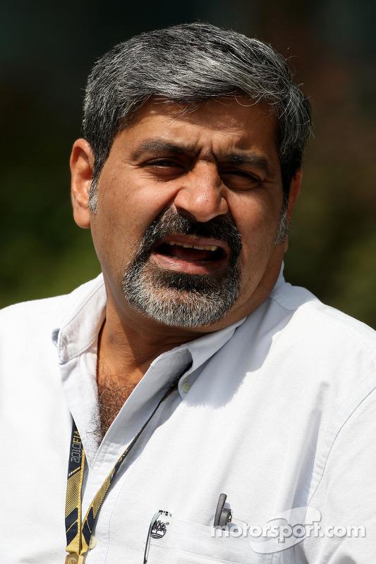 Vicky Chandhok, vader van Karun Chandhok, Hispania Racing F1 Team