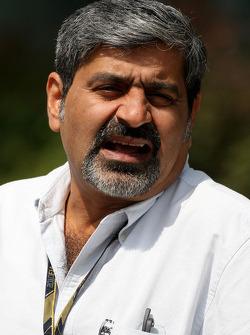 Vicky Chandhok, father of Karun Chandhok, Hispania Racing F1 Team