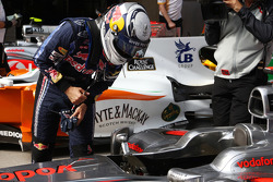 Sebastian Vettel, Red Bull Racing gets pole position and has a close look at the car of Jenson Button, McLaren Mercedes