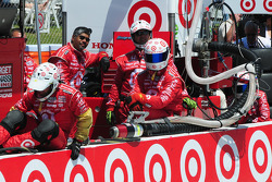 Scott Dixon's crew watches the race