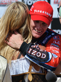 Ryan Hunter-Reay gets a hug from fiancee Beccy Gordon