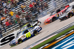 Jeff Gordon, Hendrick Motorsports Chevrolet and Tony Stewart, Stewart-Haas Racing Chevrolet involved in a multi car wreck