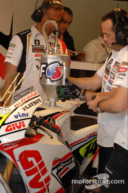 LCR Honda MotoGP Team teamleden aan het werk