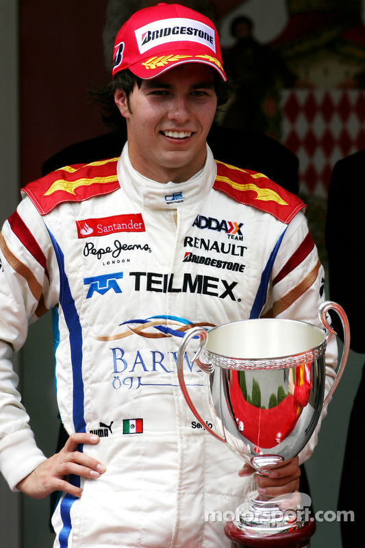 Podium: race winnaar Sergio Perez