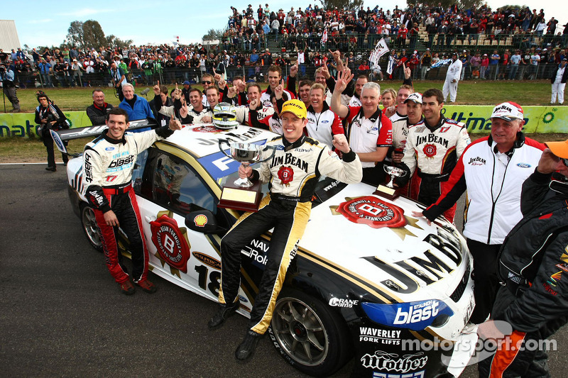Race winnaar James Courtney