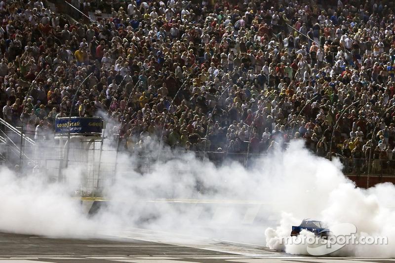 Race winner Kurt Busch, Penske Racing Dodge