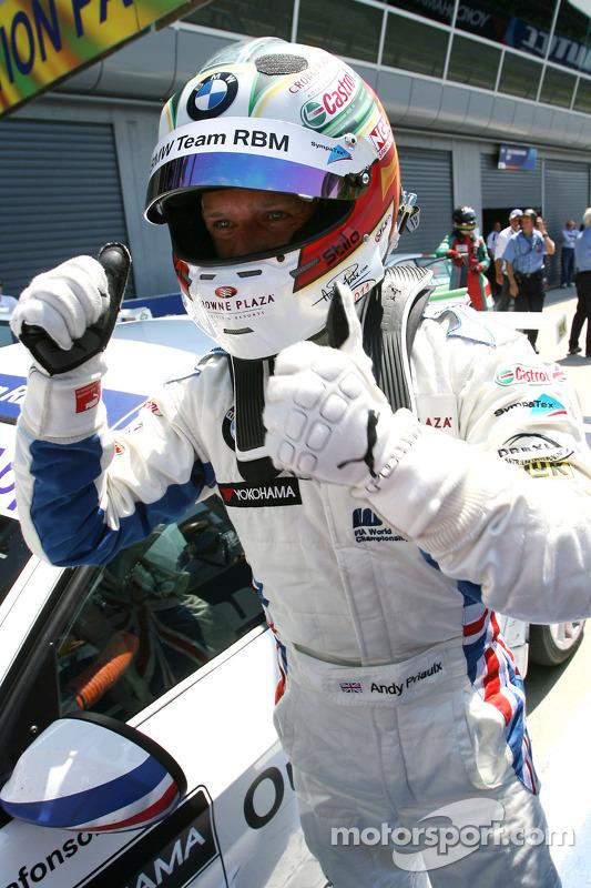 Race winnaar Andy Priaulx, BMW Team RBM, BMW 320si