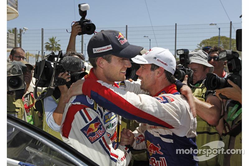 Sébastien Ogier est félicité par Sébastien Loeb