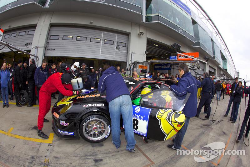Pitstop #8 Haribo Team Manthey GT3 Porsche GT3 R: Lance David Arnold, Christian Menzel, Richard West