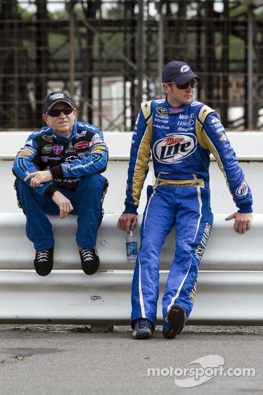 Mark Martin, Hendrick Motorsports Chevrolet en Kurt Busch, Penske Racing Dodge