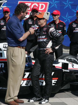 Ryan Briscoe, Team Penske, accepts the pole trophy for the Firestone 550K