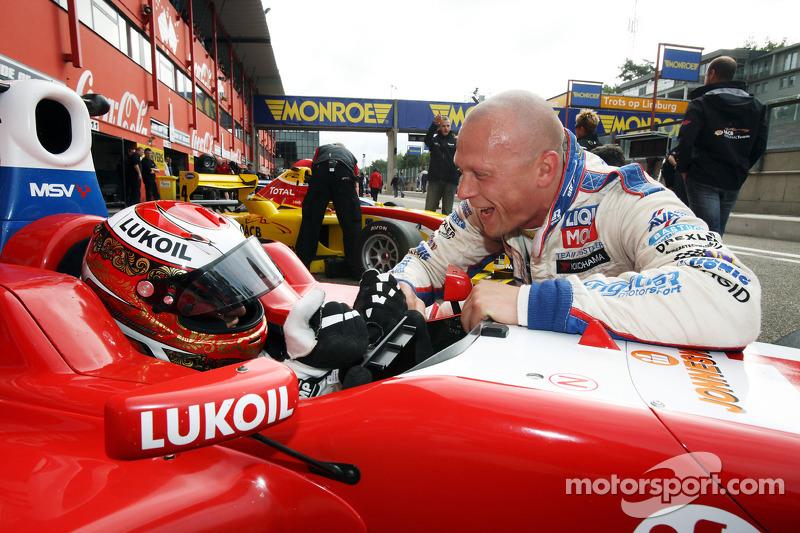 Sergey Afanasiev krijgt advies WTCC rijder Andrei Romanov, Liqui Moly Team Engstler