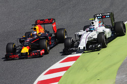 Daniel Ricciardo, Red Bull Racing RB12 passes Valtteri Bottas, Williams FW38