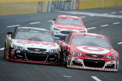 Fotofinish: Kyle Larson, Chip Ganassi Racing Chevrolet, und Chase Elliott, Hendrick Motorsports Chevrolet