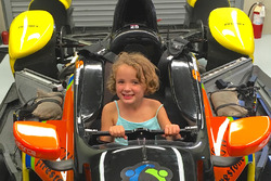 Jessica Wilson, Justin Wilson's daughter, sitting in Uncle Stefan Wilson, KV Racing Technology Chevrolet's IndyCar