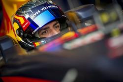 Carlos Sainz Jr. conduce el Red Bull RB7