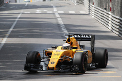 Kevin Magnussen, Renault Sport F1 Team RS16 locks up under braking