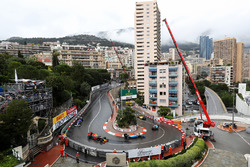 Паскаль Верляйн, Manor Racing MRT05 впереди Макса Ферстаппена, Red Bull Racing RB12