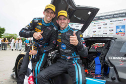 Para pemenang #10 Wayne Taylor Racing Corvette DP: Ricky Taylor, Jordan Taylor