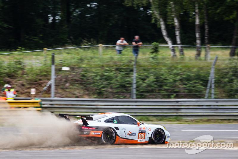 #86Gulf Racing Porsche 911 RSR: Michael Wainwright, Adam Carroll, Ben Barker perde il controllo