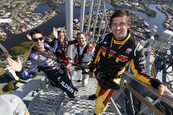 Chaz Mostert, Craig Lowndes, Jamie Whincup dan James Courtney di top spectacular Q1 Tower in Surfers Paradise