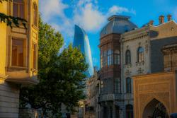 Ciudad vieja de Bakú y las Torres Flame