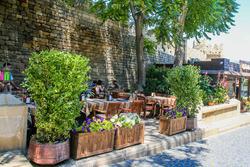 Vida de la ciudad de Bakú en el casco antiguo
