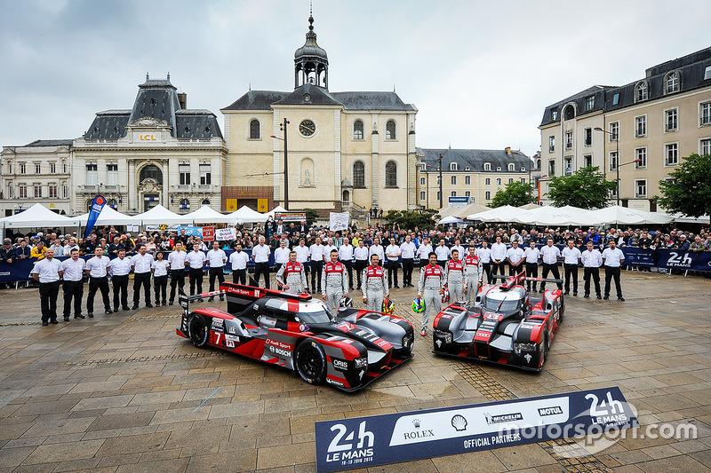 #7 Audi Sport Team Joest Audi R18: Marcel Fassler, Andre Lotterer, Benoit Trテゥluyer, #8 Audi Sport Team Joest Audi R18: Lucas di Grassi, Loic Duval, Oliver Jarvis