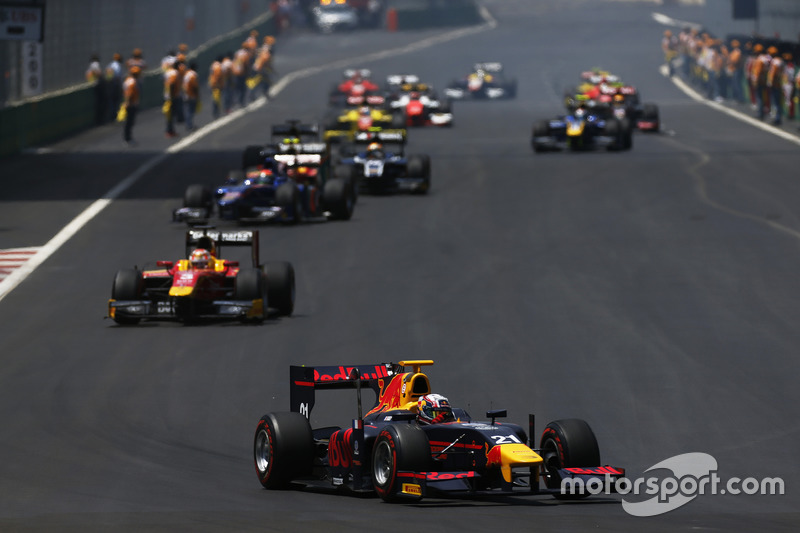 Pierre Gasly, PREMA, Racing on the warm up lap