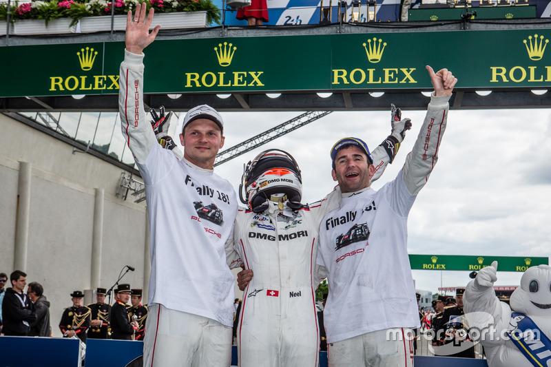 Les vainqueurs #2 Porsche Team Porsche 919 Hybrid: Romain Dumas, Neel Jani, Marc Lieb