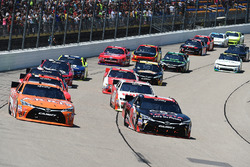 Start: Daniel Suarez, Joe Gibbs Racing, Toyota; Sam Hornish Jr., Joe Gibbs Racing, Toyota